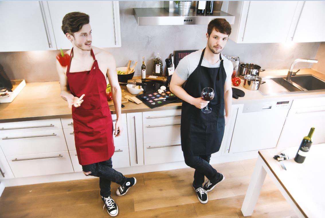 In der Küche mit Paprika und Weinglas