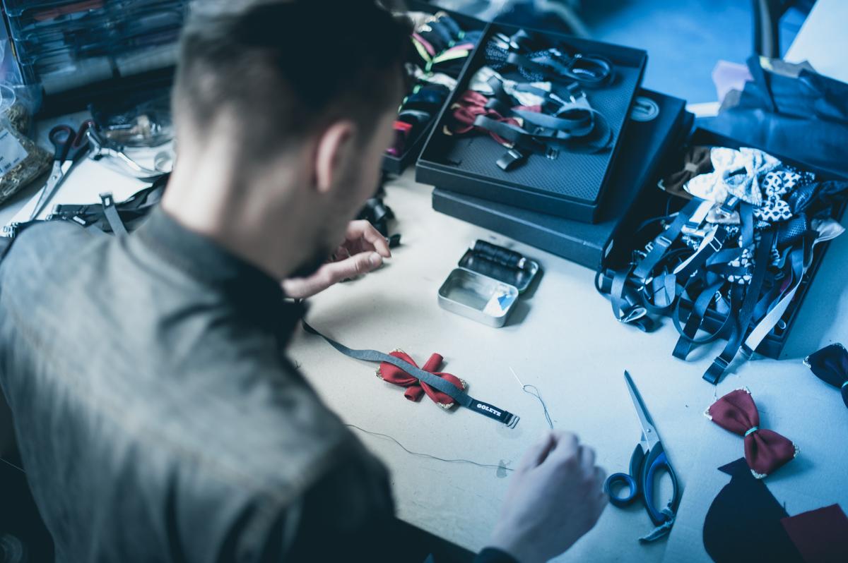 Daniel Goletz beim Arbeiten in seinem Kreuzberger Atelier