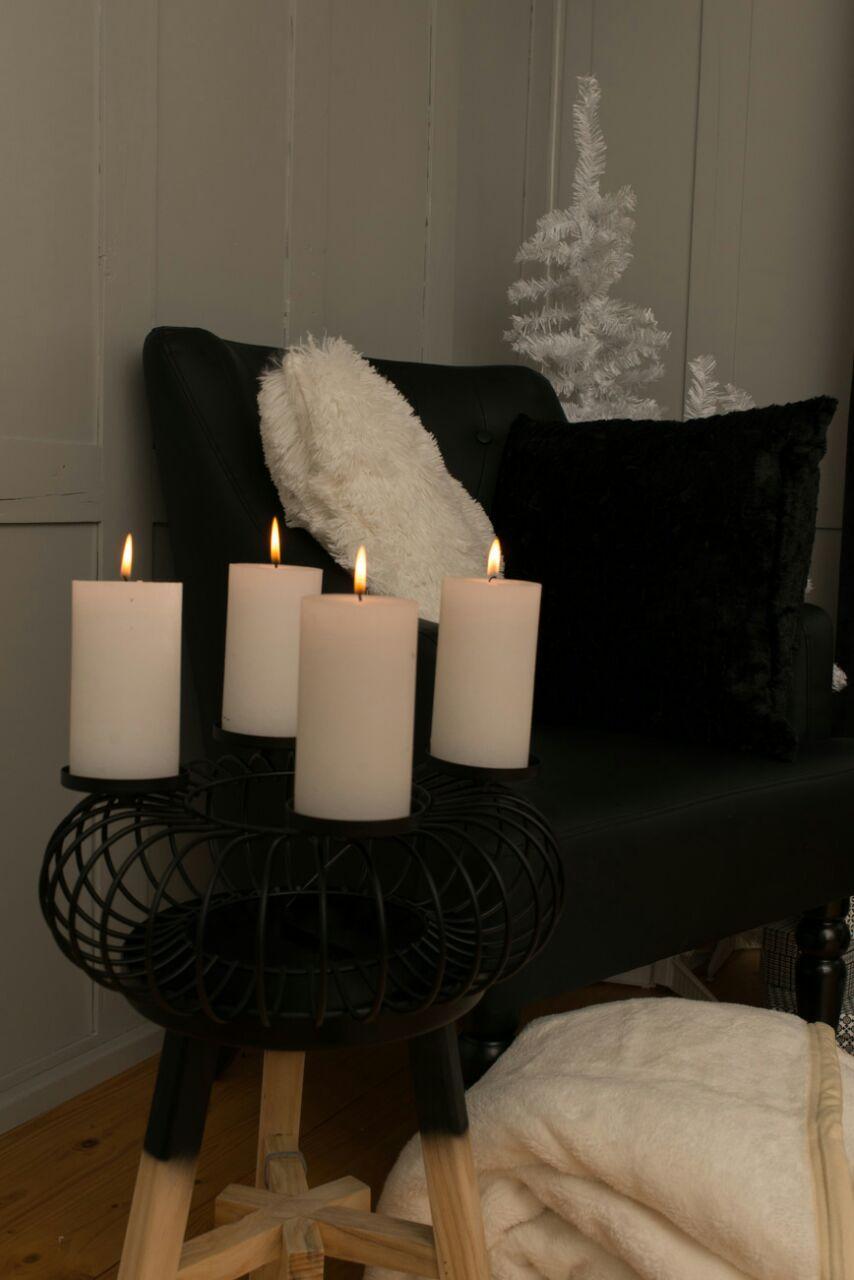 Weihnachtstrend Black Christmas Kerzen